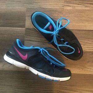 Nike tennis shoes size 9